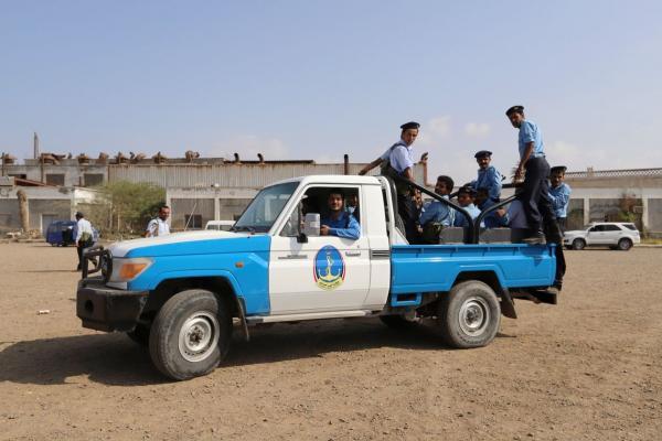 تحذيرات من &#34انسحاب شكلي&#34 للحوثيين من موانئ الحديدة