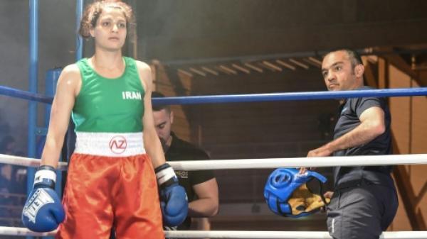 الملاكمة الايرانية صدف خادم ومدربها يقرران البقاء في فرنسا
