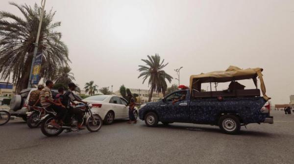 مليشيا الحوثي تفرض حظر تجوال على سكان مدينة الحديدة وتفتش هواتفهم