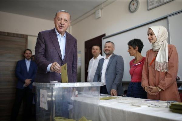 خسارة إسطنبول.. بداية لانفلات خيوط اللعبة من يد أردوغان؟