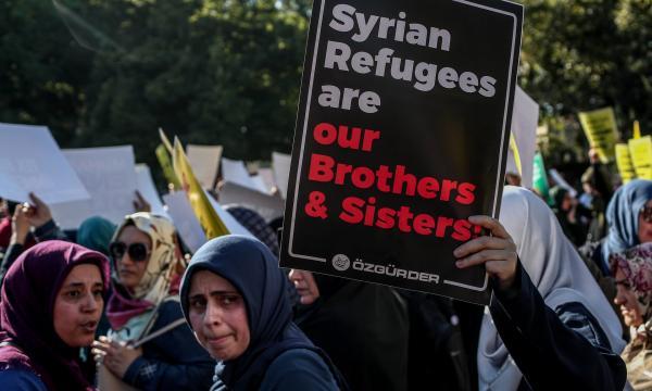 الغارديان: احتجاز وترحيل جماعي للسوريين من بيروت واسطنبول