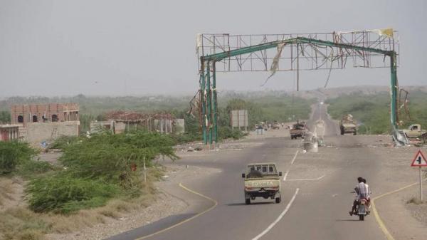 الحوثيون يفخخون طريق التحيتا - زبيد ويفجِّرون العبارات ويقتلعون الإسفلت بالجرافات