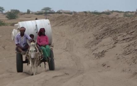 مليشيا الحوثي تقطع المياه عن اهالي حي المنظر بالحديدة