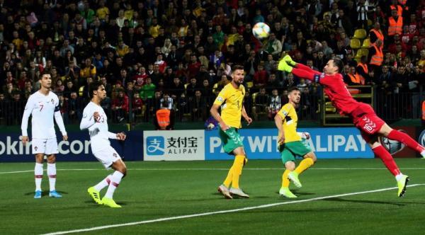 رباعية رونالدو تقود البرتغال للفوز 5-1 على ليتوانيا