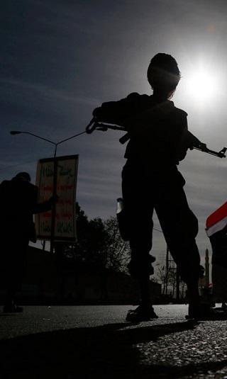 مصادر تكشف عن أسماء قياديين حوثيين مسؤولين عن اختطاف الفتيات وتعذيبهن وانتهاك أعراضهن في سجون سرية