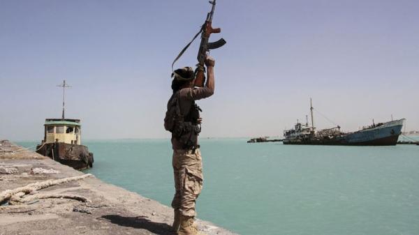 مليشيات الحوثي تمنع 13 سفينة من دخول ميناء الحديدة