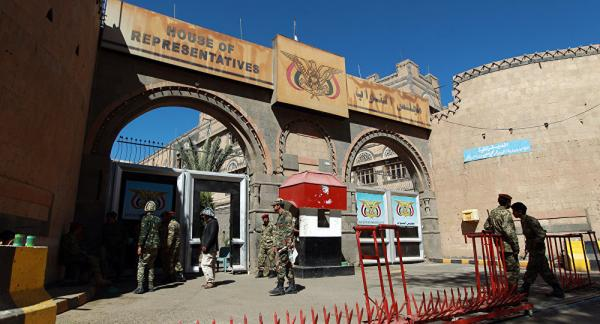 برلماني يكشف عن مخالفات مالية لمليشيا الحوثي بمئات المليارات