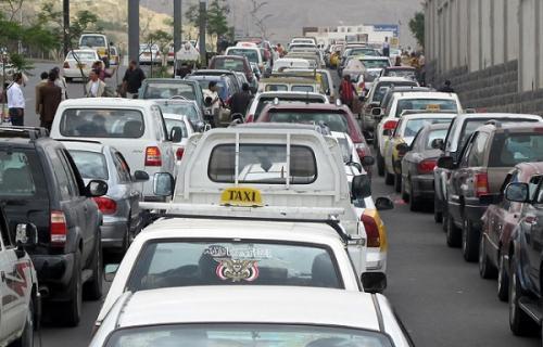 صنعاء.. استمرار أزمة الوقود والغاز ينعش السوق السوداء مجدداً