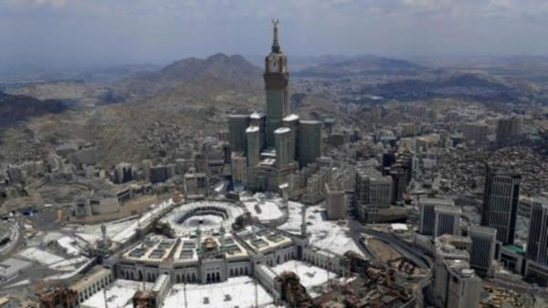 السعودية: وفاة 35 معتمرا على الأقل إثر اصطدام حافلة تقلهم بجرافة في المدينة المنورة