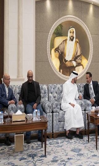 أحمد علي عبدالله صالح والقربي وطارق صالح يقدِّمون واجب العزاء للشيخ محمد بن زايد في وفاة الشيخ سلطان بن زايد