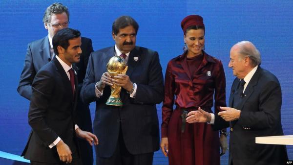 """هل أكد """"فيفا"""" بطريق الخطأ فضيحة الرشوة في مونديال قطر؟"""