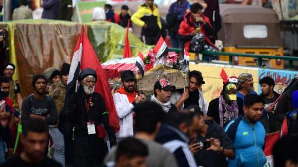الغارديان: طعن جماعي في بغداد بالتزامن مع دخول أنصار الحشد الشعبي ساحة التحرير