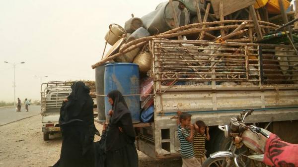 مليشيا الحوثي تجبر سكان حي بمدينة الحديدة على مغادرة منازلهم وتعتقل من يرفض