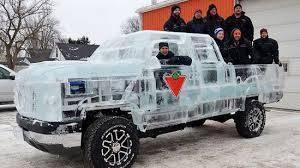 خبراء كنديون يتمكنون من صناعة سيارة حقيقية من الثلج الخالص