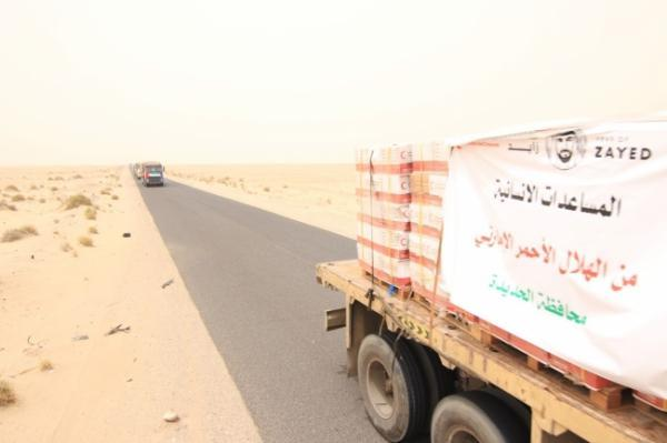 الهلال الأحمر الاماراتي يوزع مساعدات اغاثية في المناطق المحررة بالحديدة