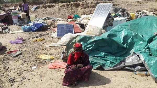 صور- مليشيات الحشد الإخواني تهجِّر مئات الأسر وتفرض حصاراً خانقاً على منطقة البيرين في تعز