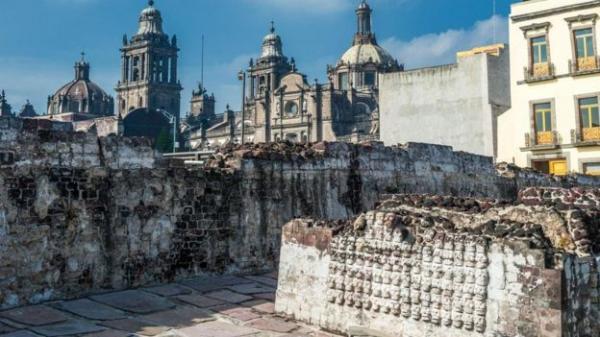 رحلة لاستكشاف عالم سري أسفل كاتدرائية شهيرة