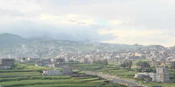 مسلحون يطلقون النار على منزل وسيارة محام بمدينة إب